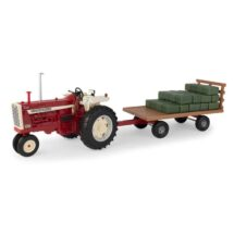 1:16 Big Farm Farmall 1206 with Hay Wagon and Bales
