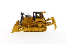 1:50 CAT D8T Track-Type Tractor with 8U blade